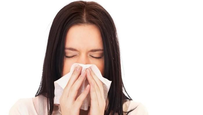 Jangan Panik! Kenali Beda Flu Biasa dengan Gejala COVID-19